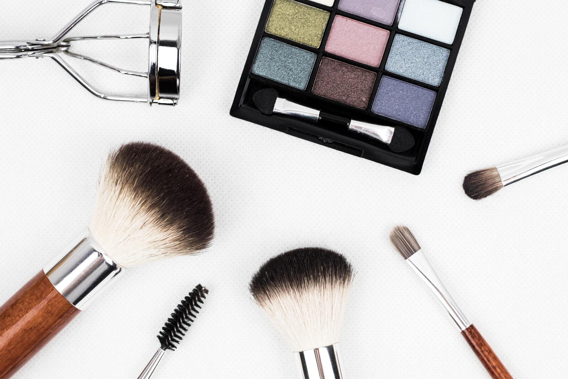 「化粧との付き合い方を見直す時間を作る」オタクな美容部員・黒河けーこのメイク論